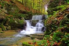 山林石头瀑布高清图