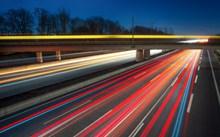 夜晚公路璀璨灯光精美图片