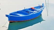蓝色小渔船精美图片
