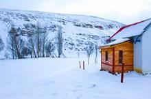 冬天雪地木屋精美图片