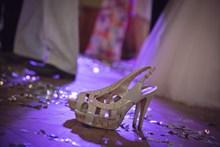 婚礼白色高跟鞋高清图
