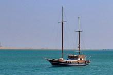 海上航行小船图片素材