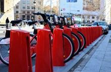 红色共享自行车图片