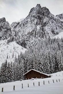 冬季山中雪景图片