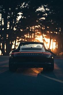 黑色汽车尾部特写精美图片