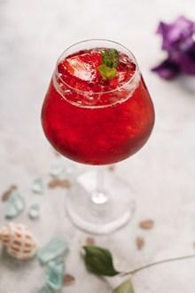红色水果冷饮精美图片