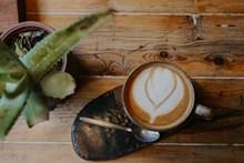 简单心形拉花咖啡图片下载