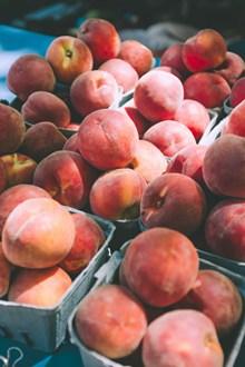 水蜜桃果摊高清图片