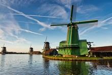 蓝天风车风景图片素材
