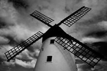 建筑风车黑白图片下载