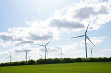 旋转发电风车风景高清图