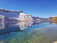 清澈湖水图片素材
