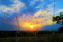 黄昏日落西山图片