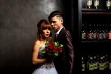 新人酒吧时尚婚纱摄影图片