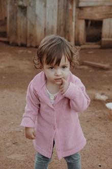 萌娃吃手指精美图片