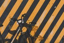 黄线墙面背景图片大全