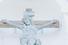 耶稣十字架雕像高清图