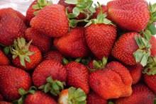 新鲜诱人草莓水果高清图片