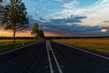 野外宽阔公路图片