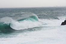 海上风暴大浪图片下载