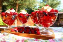 夏天水果冰激凌图片