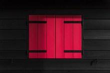 红色木头窗户图片素材