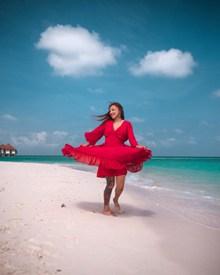 阳光海滩美女高清图片