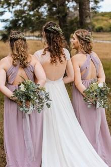 新娘伴娘婚纱背影高清图片