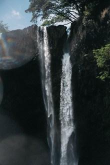 垂直瀑布流水高清图片