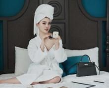 日韩美女床上人体摄影高清图