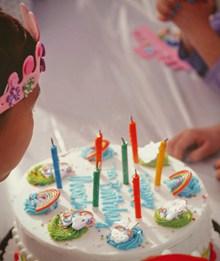 儿童奶油生日蛋糕图片下载