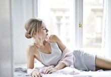 真丝睡衣大胆人体艺术摄影高清图