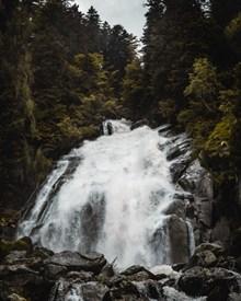 高山流水森林瀑布高清图片