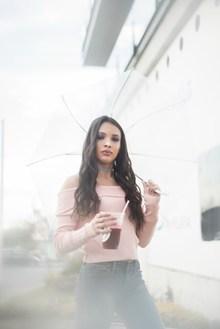 撑伞国外美女写真图片素材