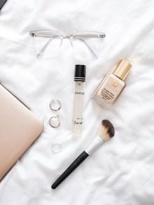 女性日常化妆用品高清图