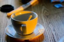 白色陶瓷咖啡杯图片