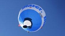 蓝色热气球飞升图片大全