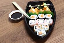 盒装三文鱼寿司图片大全