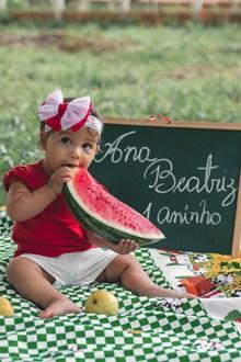 萌娃吃西瓜图片