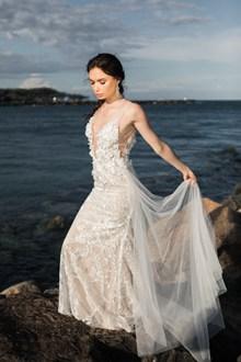 新娘海边婚纱摄影高清图