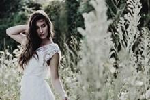 森系美女婚纱精美图片