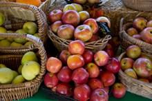 新鲜苹果实拍图片