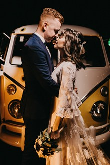 恩爱情侣婚礼婚纱图片素材