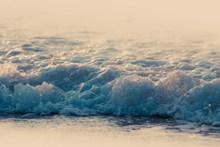 大海晶莹浪花图片
