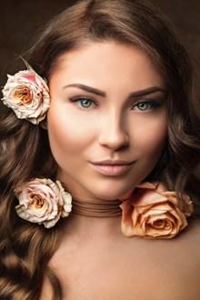 俄罗斯淡妆美女头像高清图