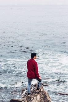 孤独男生看海背影图片大全