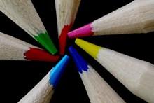彩色铅笔芯特写图片