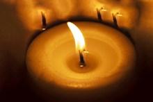 蜡烛火焰近景特写图片