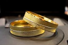 黄金手镯图片素材