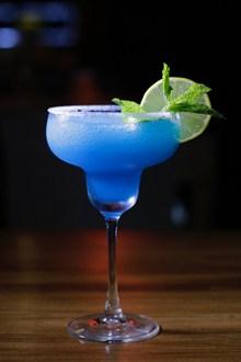 蓝色海岸鸡尾酒图片大全